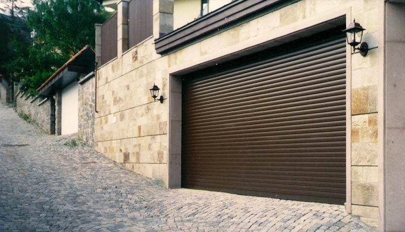 Термоизолирана ролетна гаражна врата
